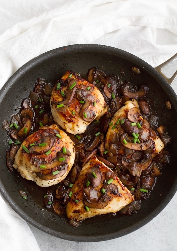 Balsamic Chicken With Mushrooms and Thyme