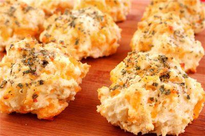 Garlic Cheddar Biscuits (a la Red Lobster)