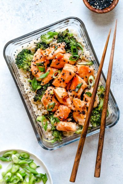 Honey Sriracha Chicken and Broccoli Meal Prep Bowls